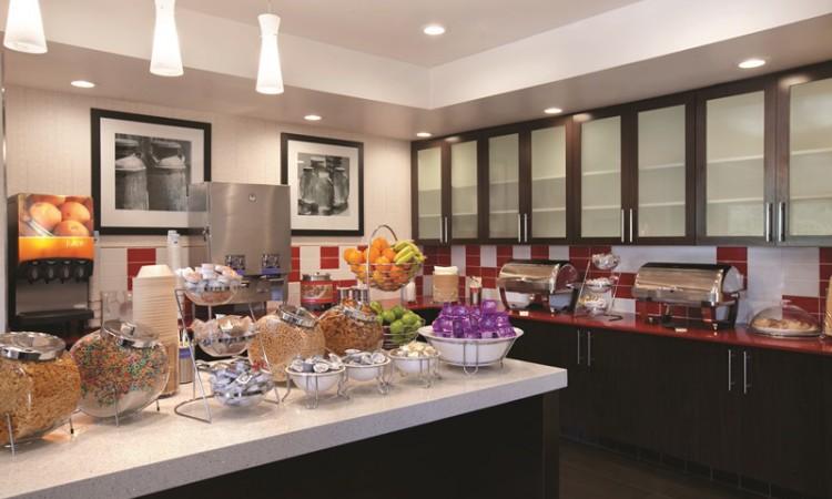 Breakfast Serving Area - 929267